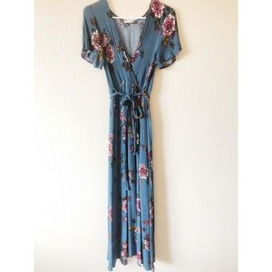ILLA ILLA size medium blue maxi dress with flowers